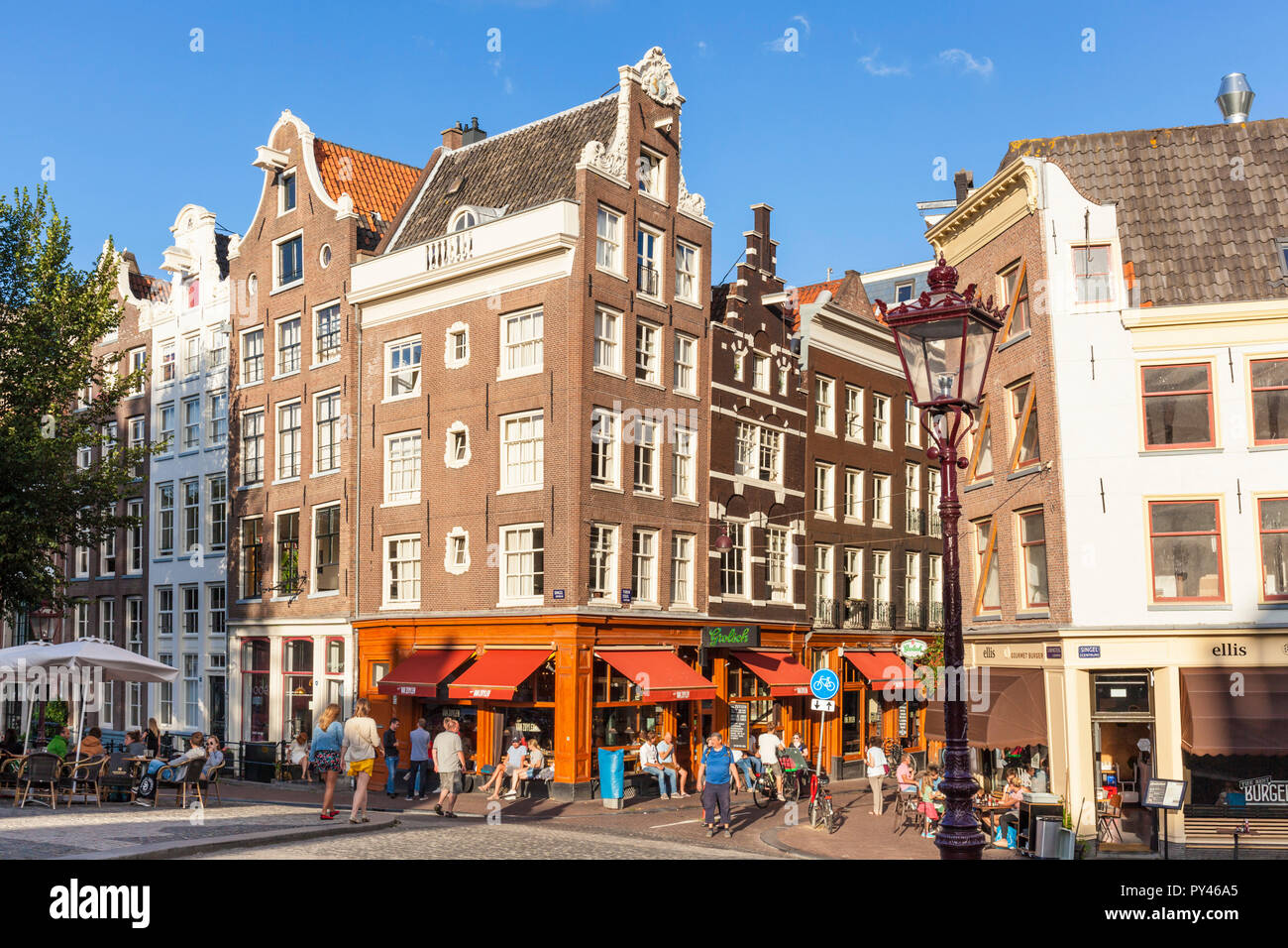 Amsterdam Café Ellis and Café van Zuylen Torensluis Torensteeg over Singel canal Amsterdam Holland The Netherlands EU Europe - Stock Image