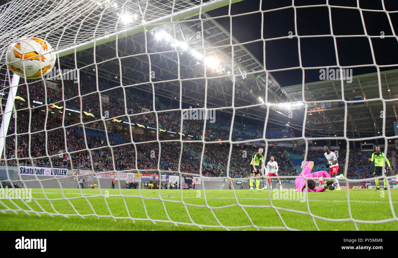 Leipzig, Germany. 25th Oct, 2018. Soccer: Europa League, Group stage, Matchday 3: RB Leipzig - Celtic Glasgow in the Red Bull Arena Leipzig. Glasgow's goalkeeper Craig Gordon can't prevent the 1-0. Credit: Jan Woitas/dpa-Zentralbild/dpa/Alamy Live News - Stock Image