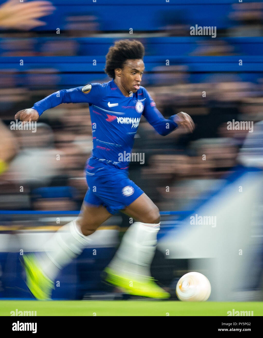 London, UK. 25th October, 2018. WILLIAN of Chelsea in action on his 250th appearance for the club during the UEFA Europa League group match between Chelsea and FC BATE Borisov at Stamford Bridge, London, England on 25 October 2018. Photo by Andy Rowland. . (Photograph May Only Be Used For Newspaper And/Or Magazine Editorial Purposes. www.football-dataco.com) Credit: Andrew Rowland/Alamy Live News - Stock Image