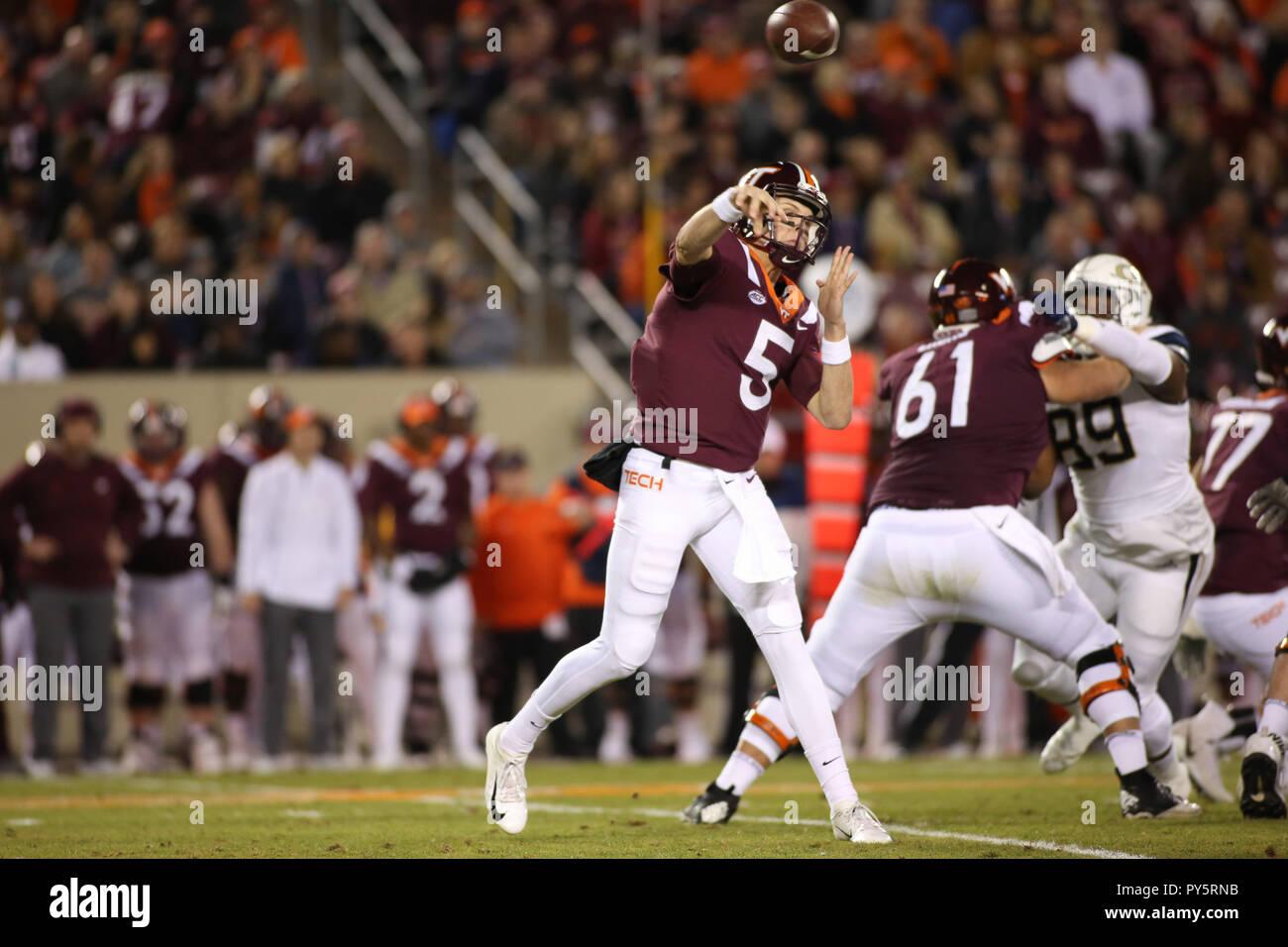 Blacksburg Va Usa 25th Oct 2018 Virginia Tech Hokies Quarterback Ryan Willis 5 Drops Back To