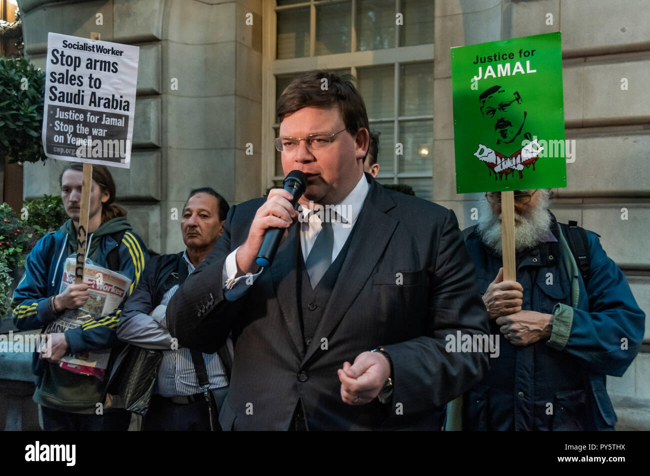 October 25, 2018 - London, UK. 25 October 2018. Barrister Ben Keith speaks at the protest outside the Saudi Embassy in London calling for all those responsible for the horrific murder and dismembering of journalist Jamal Khashoggi, including Saudi crown prince Mohammed bin Salman who is thought to have approved sending the death squad to the consulate in the Turkish city of Istanbul, to be brought to justice. The protest, called by the Arab Organisation of Human Rights, the Stop the War Coalition the Bahrain Institute for Rights and Democracy and Global Rights Watch, also demanded an end to th - Stock Image