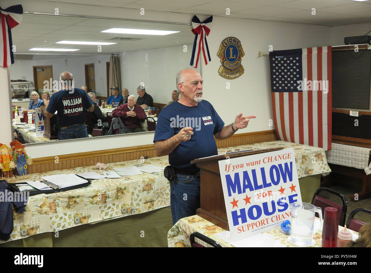 24 October 2018, US, Fairmont: Phil Mallow, Republican candidate for the West Virginia House of Representatives, speaks to supporters over lunch at Mom's Place. The 61-year-old wants to move into the House of Representatives of West Virginia for Trump's Republican. (to dpa 'One country, two worlds - How Trump splits America' on 26.10.2018) Photo: Can Merey/dpa - Stock Image