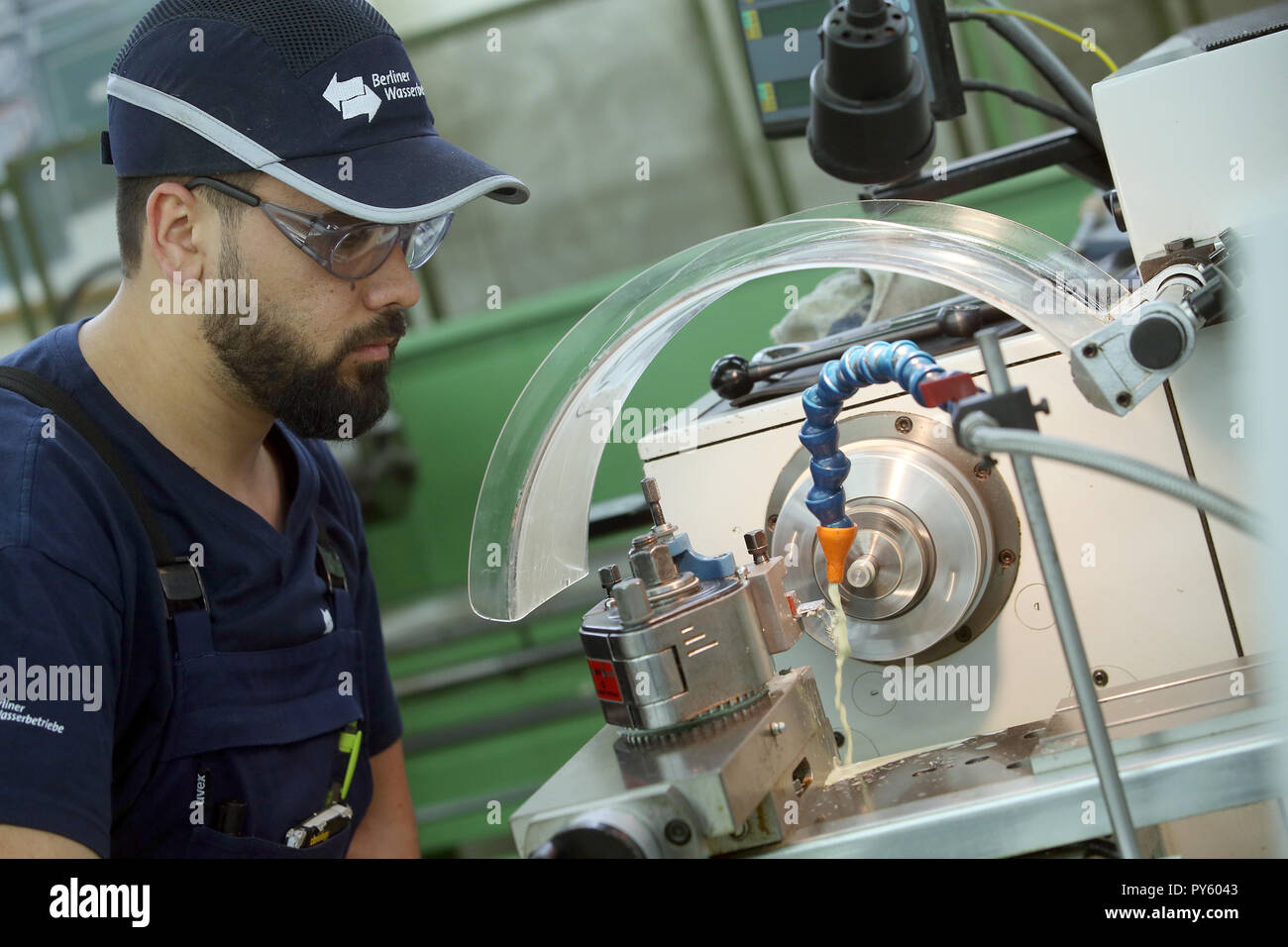 Berlin, Germany. 26th Oct, 2018. At the beginning of a press conference on the 'Training: A Question of Adjustment' campaign at the Berliner Wasserwerke training facility, a trainee makes a workpiece on a lathe. The campaign aims to recruit more trainees with a migration history. Credit: Wolfgang Kumm/dpa/Alamy Live News - Stock Image