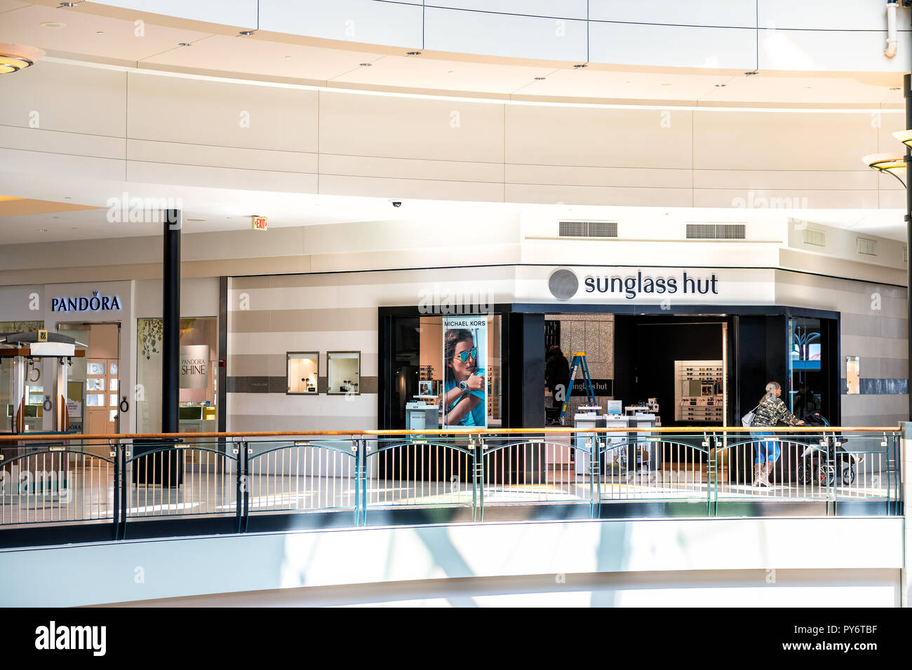 Sunglass Hut Stock Photos Amp Sunglass Hut Stock Images Alamy