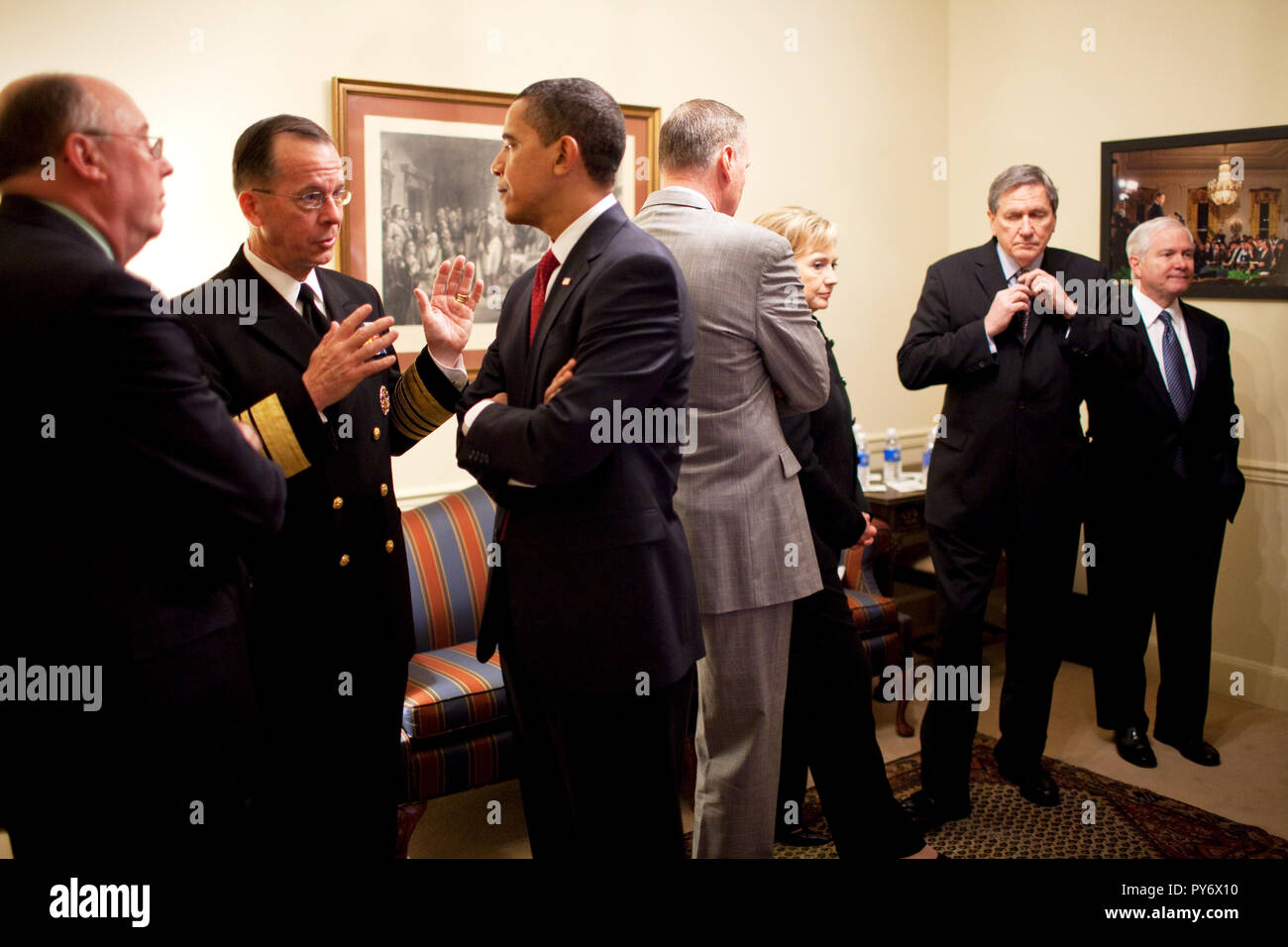President Barack Obama talks with Admiral Michael Mullen, Chairman of the Joint Chiefs of Staff prior to a policy speech on strategy for Afghanistan and Pakistan. 3/27/09  Official White House Photo by Pete Souza - Stock Image