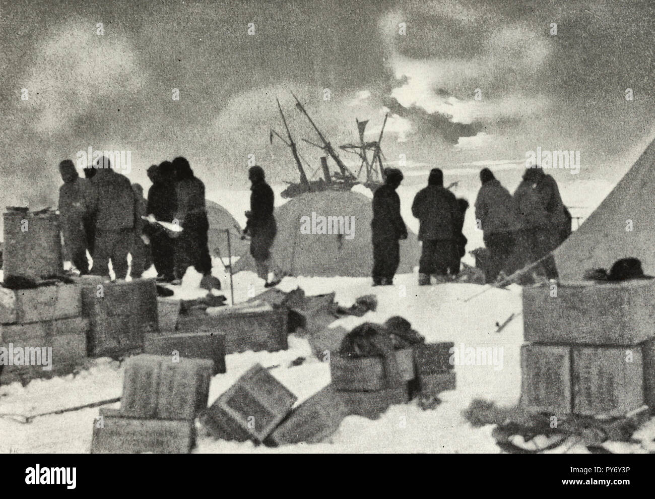 Dump camp - The morning after the disaster to the ship  during the Shackleton expedition - Stock Image