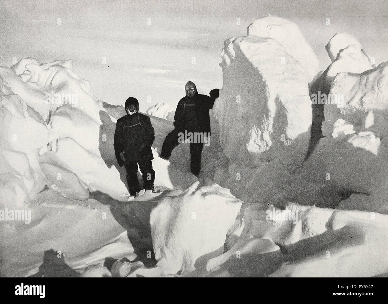 Sir Ernest Shackleton and Frank Wild scouting for a path to the land through the hummocks - Stock Image