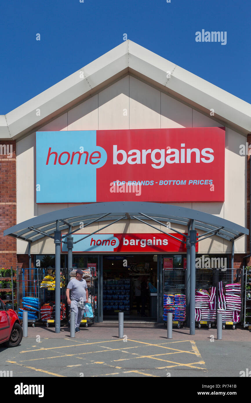 Warrington branch of Home Bargains on the Riverside Retail Park - Stock Image