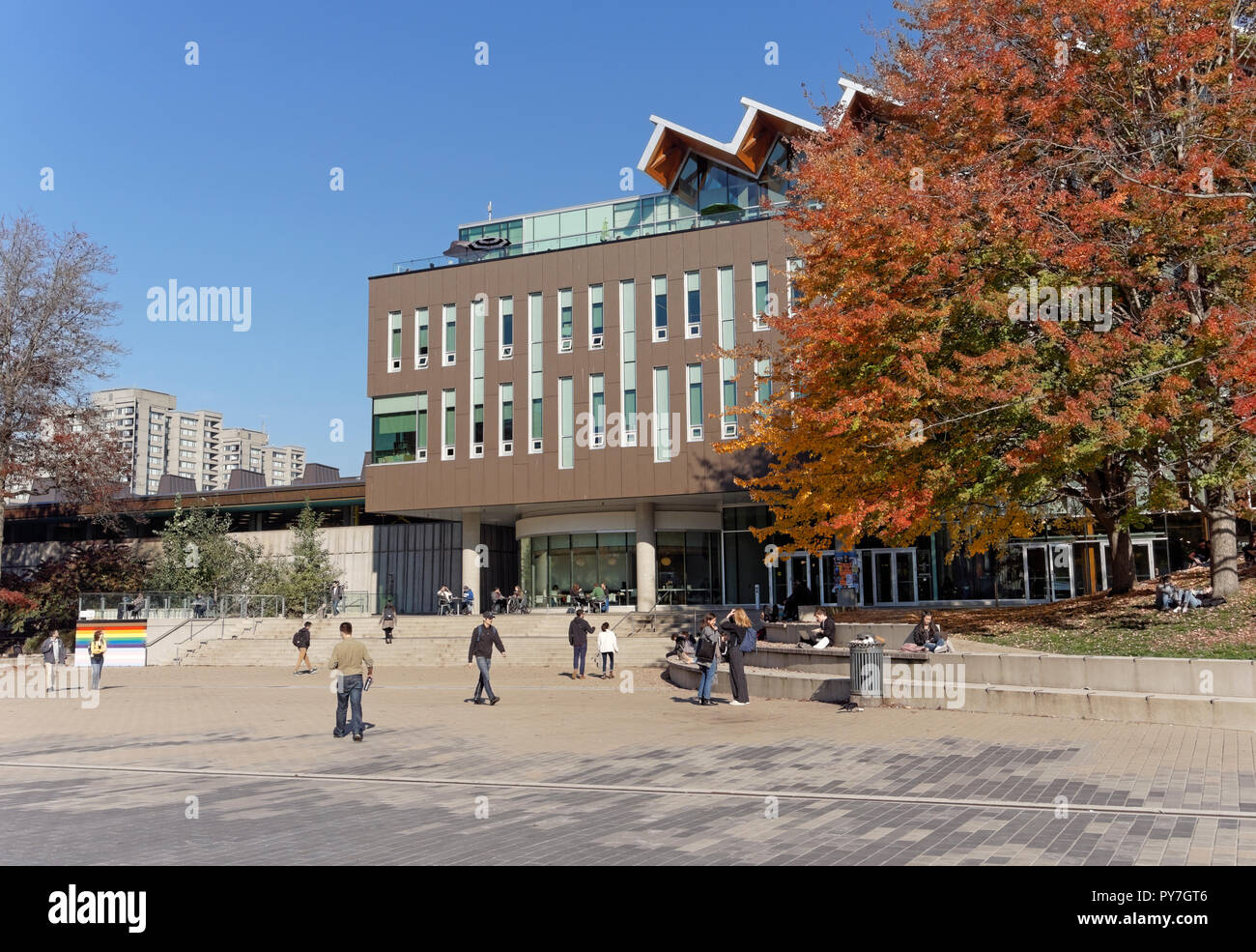 Students on  on the campus of the University of British Columbia on a sunny day in the fall, Vancouver, BC, Canada - Stock Image