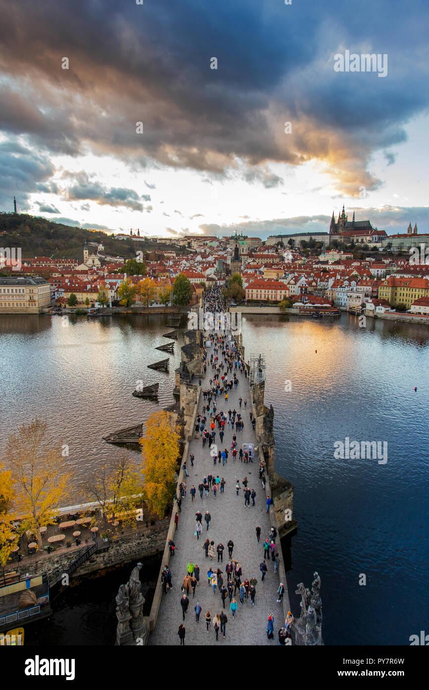 Karluv most, Prazský hrad a Mala Strana, Praha (UNESCO), Ceska republika / Charles bridge on Moldau river, Lesser town (UNESCO), Prague castle, Prague Stock Photo