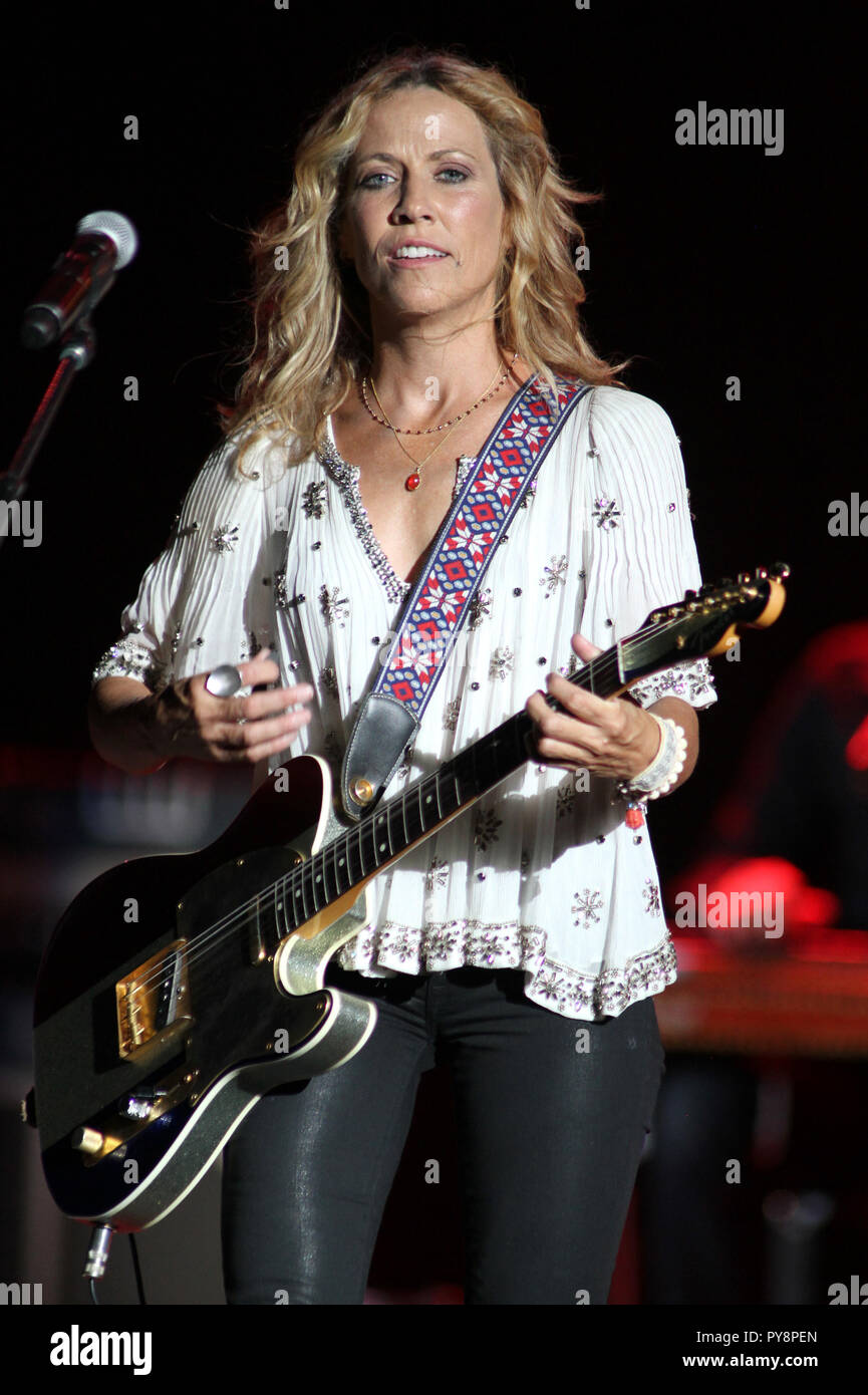 singer sheryl crow performs on stock photos singer sheryl crow performs on stock images alamy. Black Bedroom Furniture Sets. Home Design Ideas