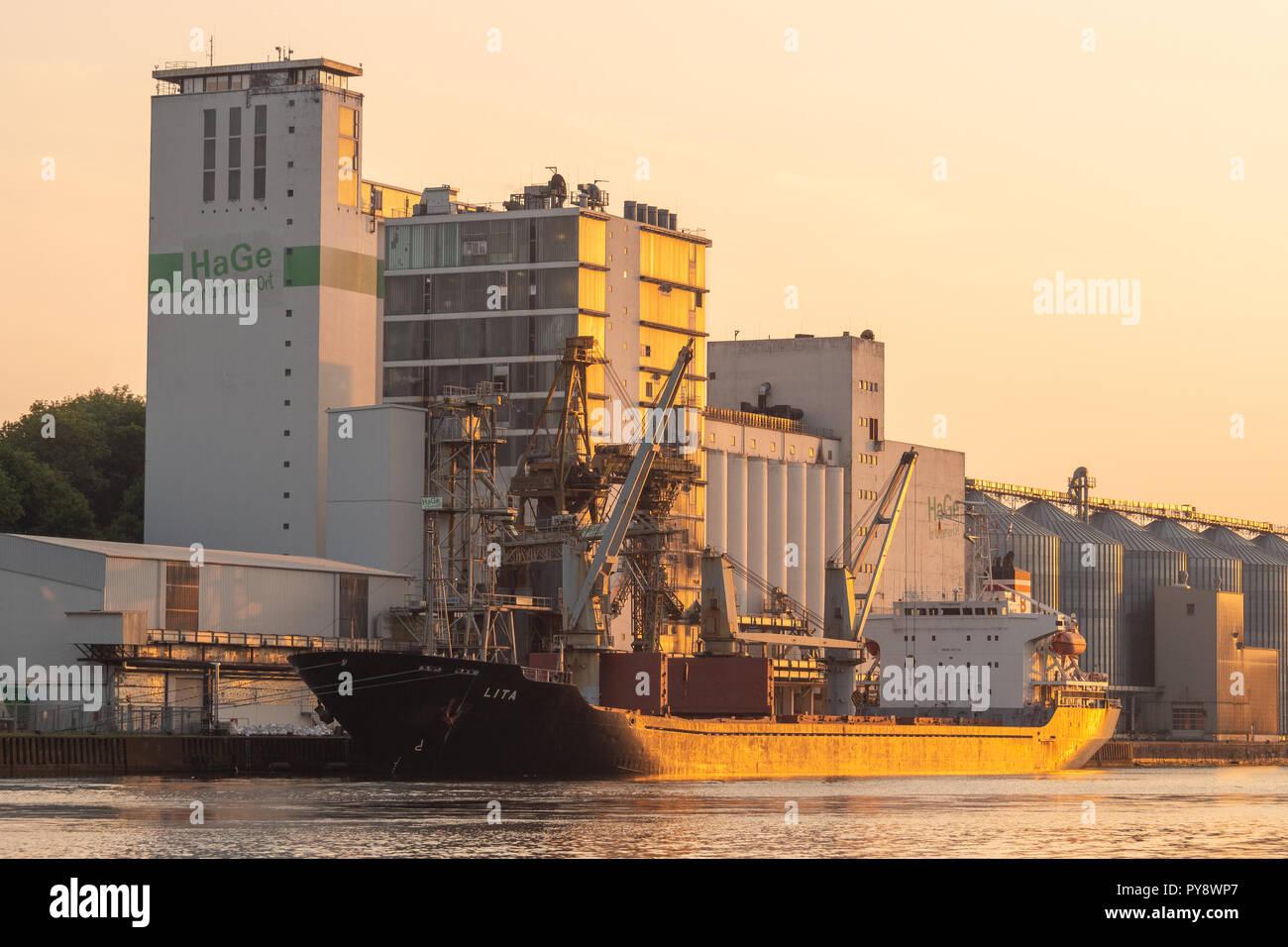 Lita loading grain at the HaGe-Terminal in Kiel - Stock Image