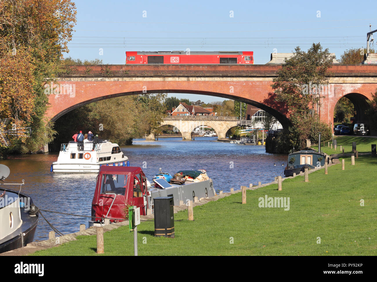 The River Thames in Maidenhead Berkshire, England with Brunel's sounding arch bridge - Stock Image