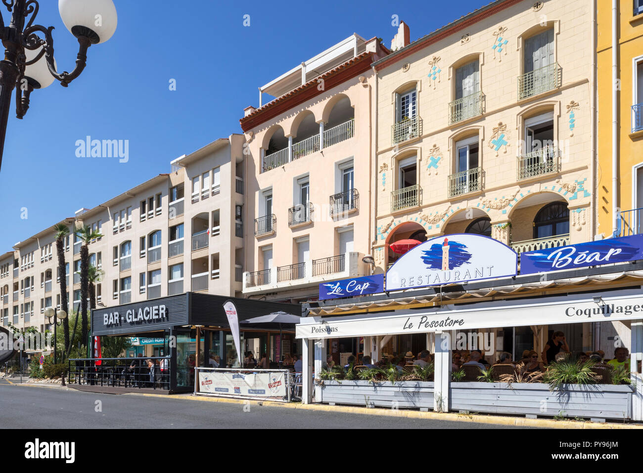 Fish restaurant and bars along the harbour at Port-Vendres, Mediterranean fishing port along the Côte Vermeille, Pyrénées-Orientales, France - Stock Image
