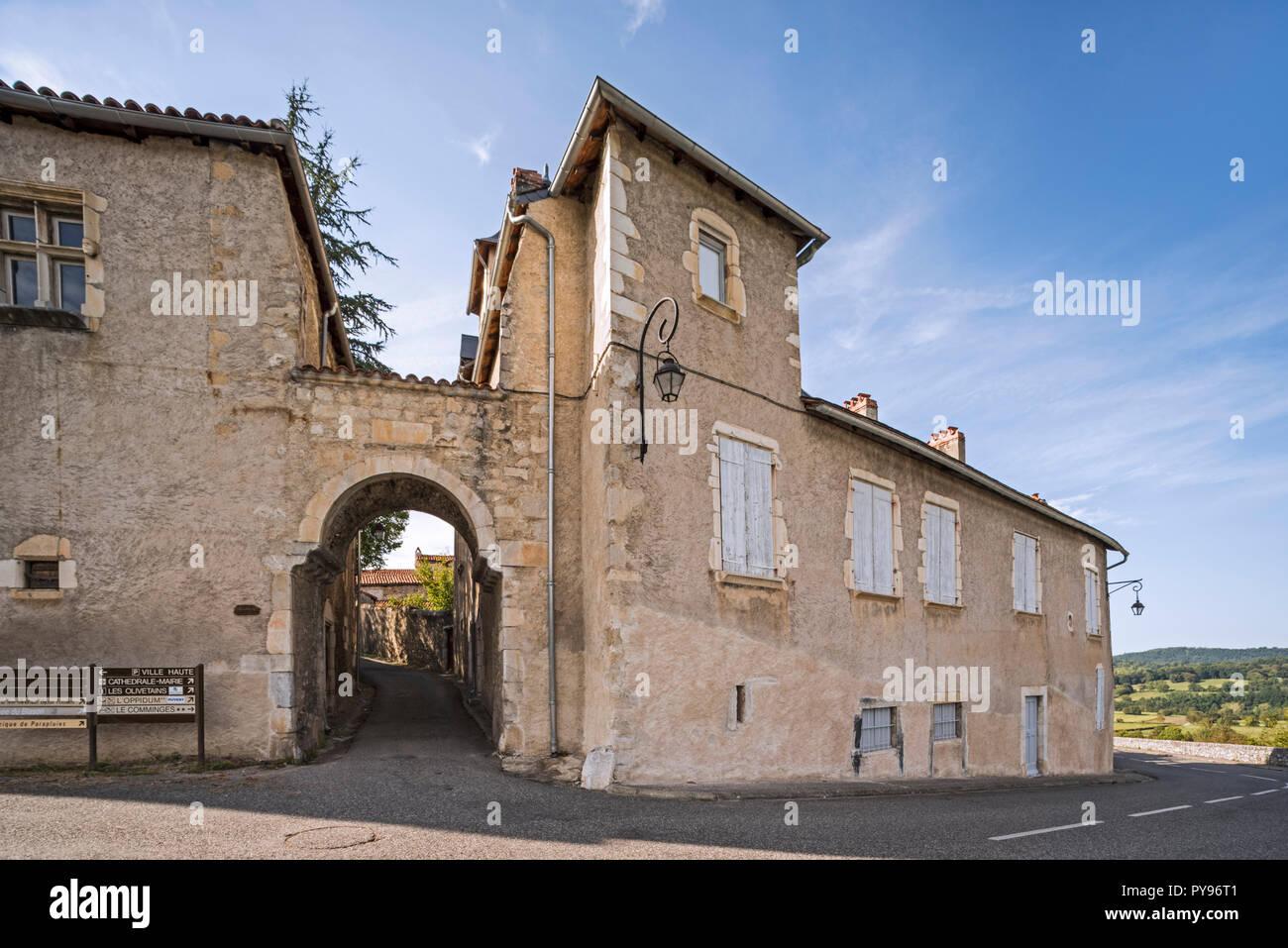 The medieval town gate Porte Cabirole in the village Saint-Bertrand-de-Comminges, Haute-Garonne, Pyrenees, France - Stock Image