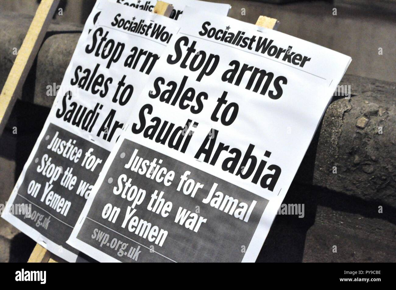 London,UK. 25th October 2018. Stop the War Coalition organize a demonstration infront of the Saudi Embassy in London.'Stop arms sales to Saudi Arabia' - Stock Image