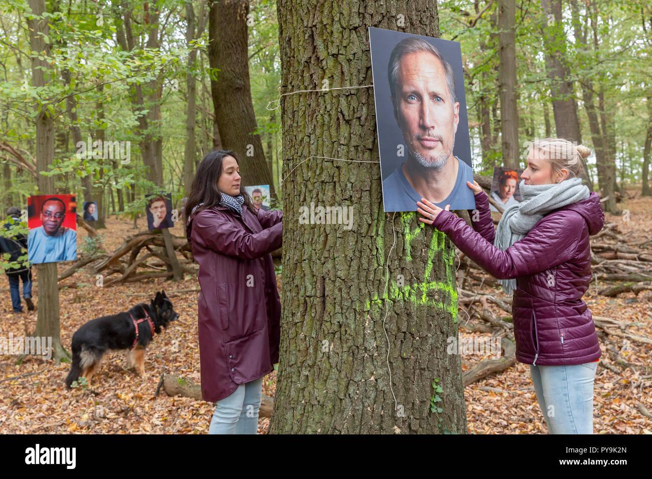 Einen Tag vor dem Besuch der Kohlekommission im rheinischen Revier übernehmen mehr als 60 bekannte Personen des öffentlichen Lebens Baumpatenschaften  - Stock Image