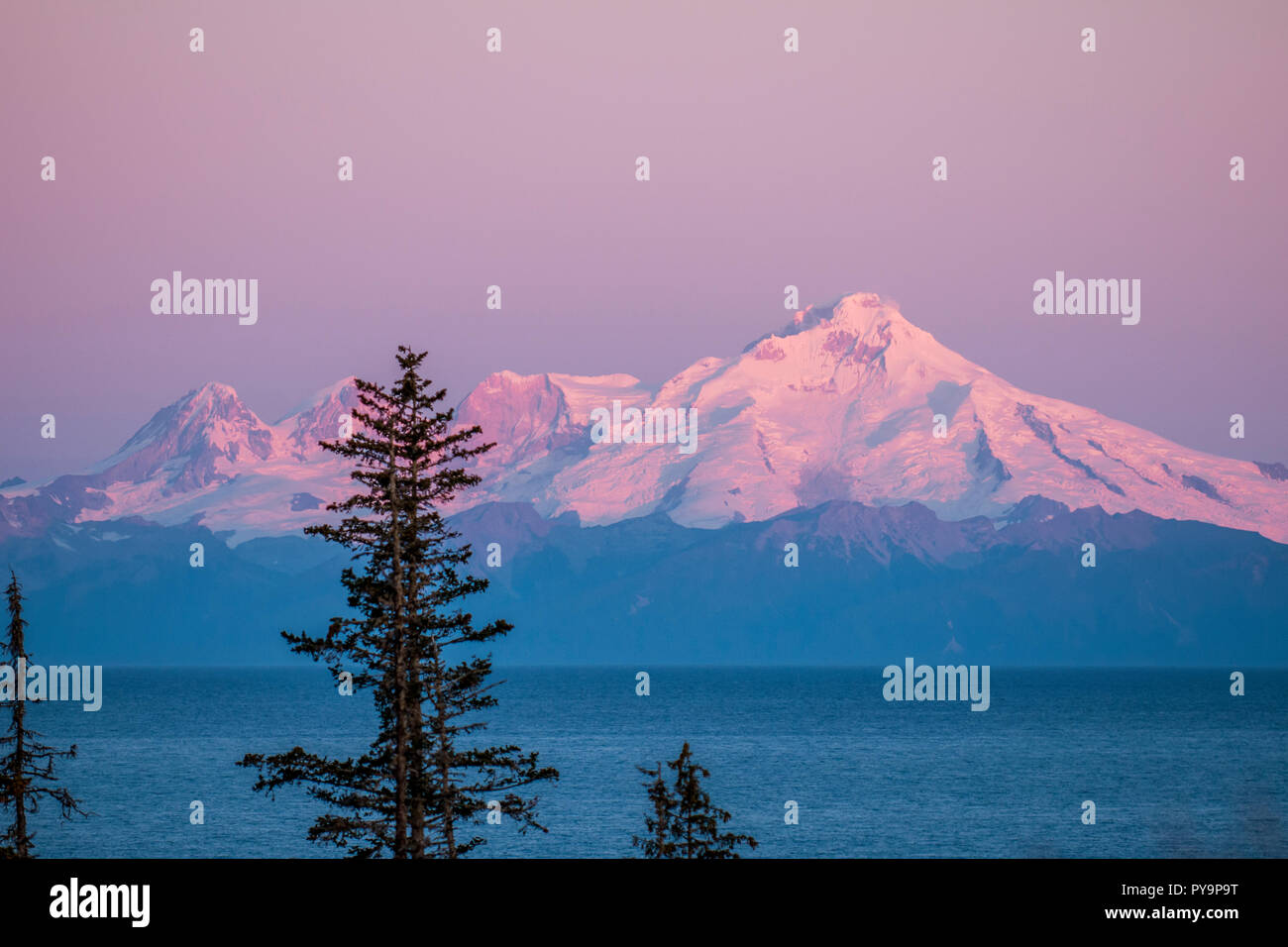 Mount Redoubt, Chigmit Mountains, Lake Clark National Park and Preserve, Alaska, USA. - Stock Image