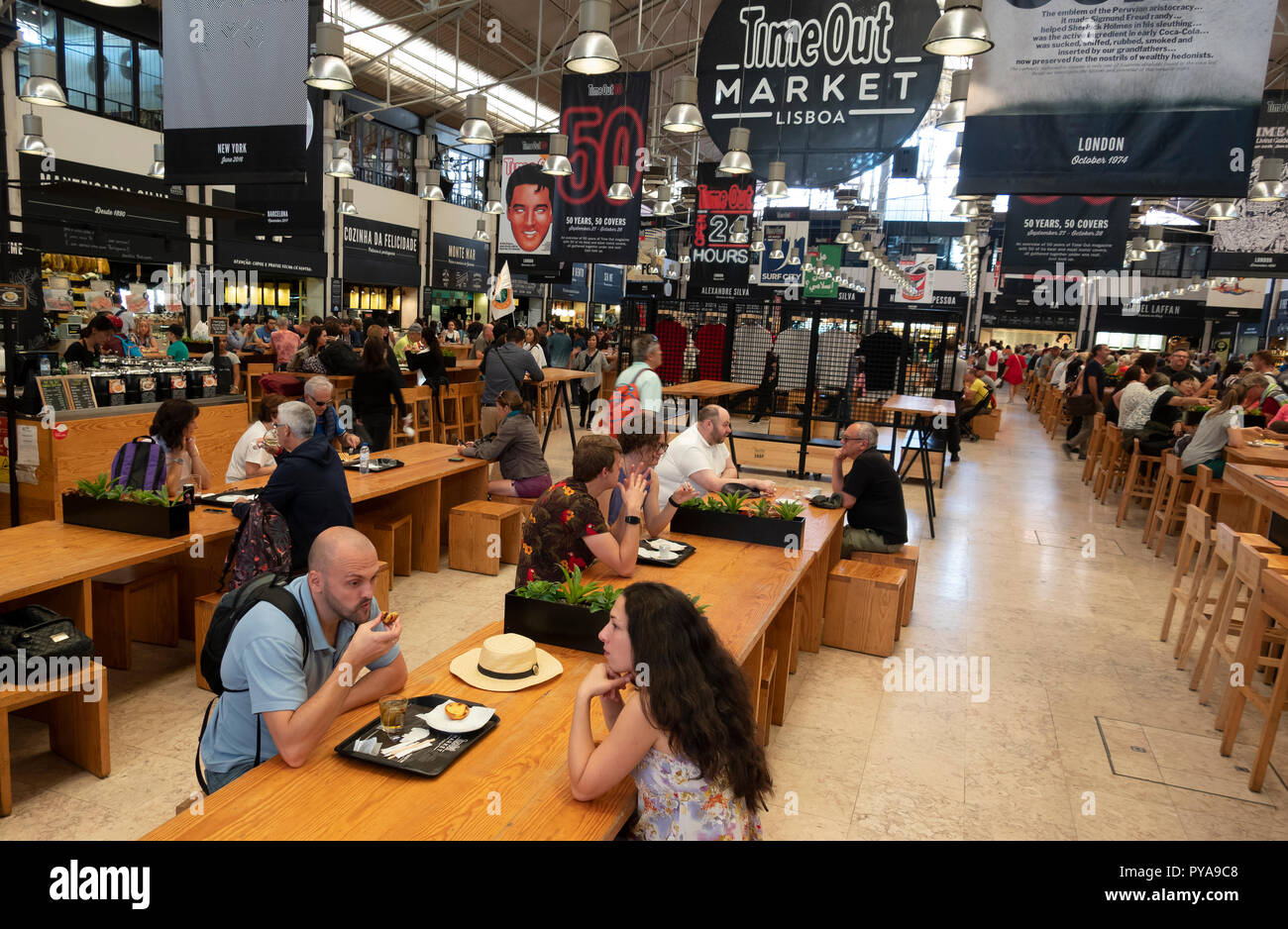 Time Out Market Lisboa, a food hall located in the Mercado da Ribeira,  Cais do Sodre in Lisbon, Portugal, a large interior area with many food stalls - Stock Image