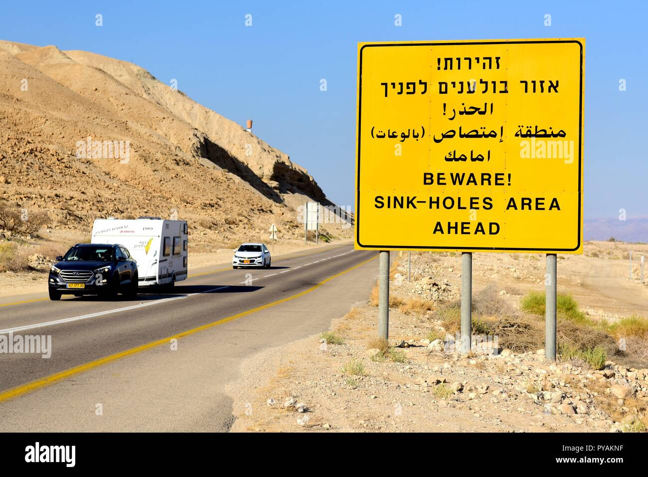 A traffic sign with a warning of sink holes near the shore of the Dead see at the Negev desert near En Gedi (Israel), 27 September 2018. | usage worldwide Stock Photo