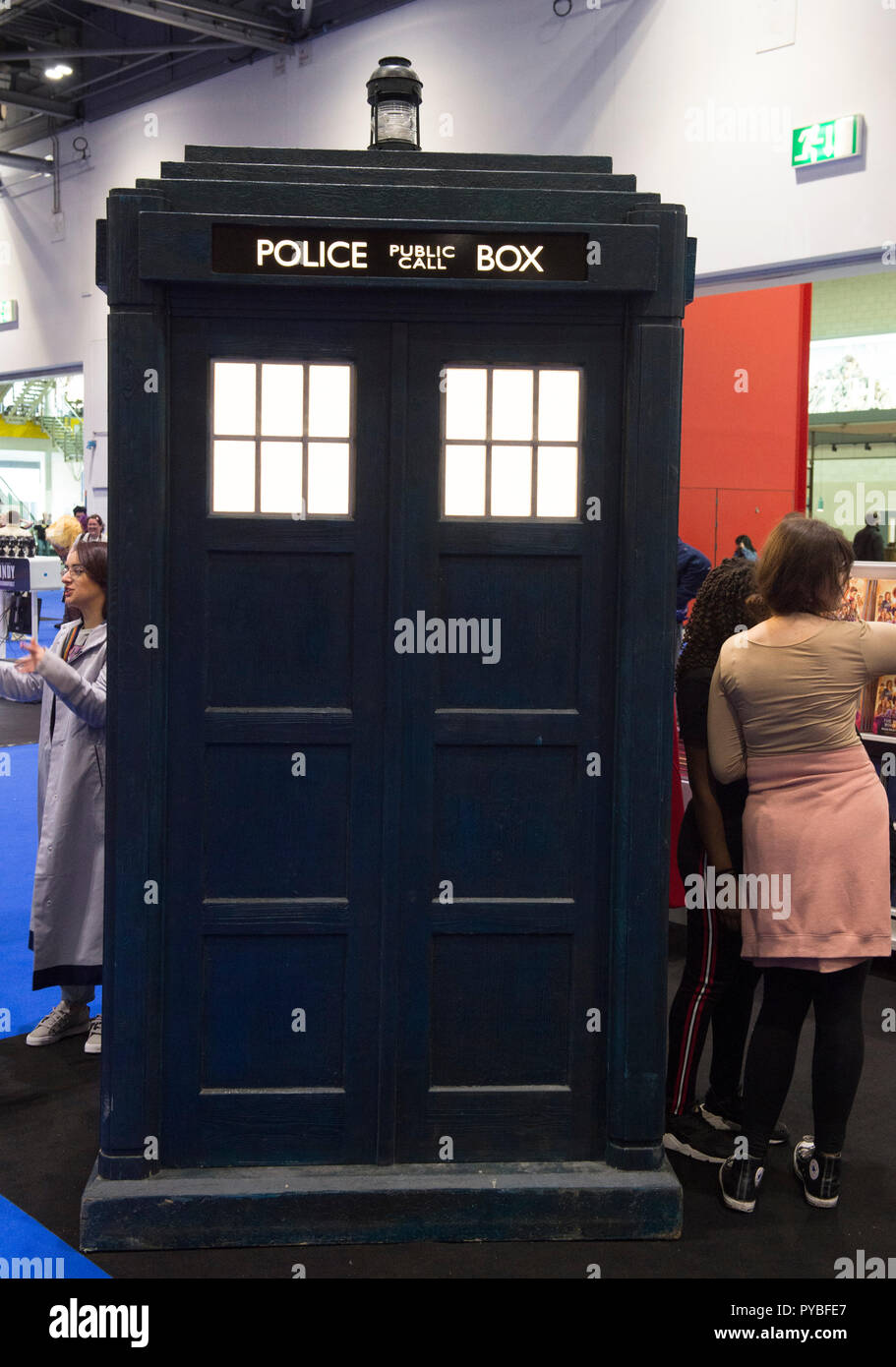 ExCel, London, UK. 26 October, 2018. Three day MCM Comic Con, comic book and cosplay event, opens at ExCel with many visitors in elaborate cosplay costume. Dr Who Tardis drops in. Credit: Malcolm Park/Alamy Live News. - Stock Image