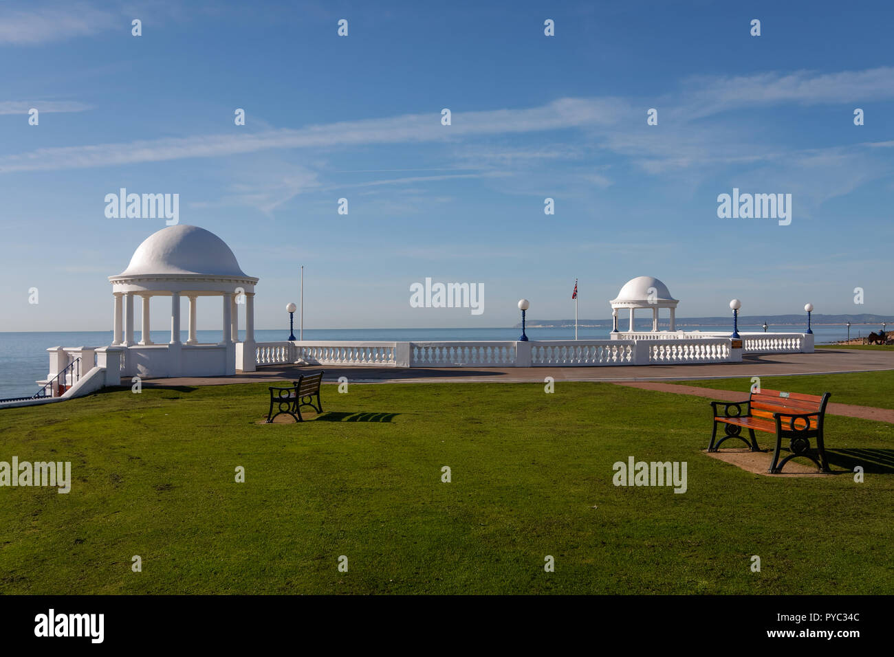 BEXHILL-ON-SEA, EAST SUSSEX/UK - OCTOBER 17 : Colonnade in grounds of De La Warr Pavilion in Bexhill-On-Sea on October 17, 2008. Two unidentified people - Stock Image