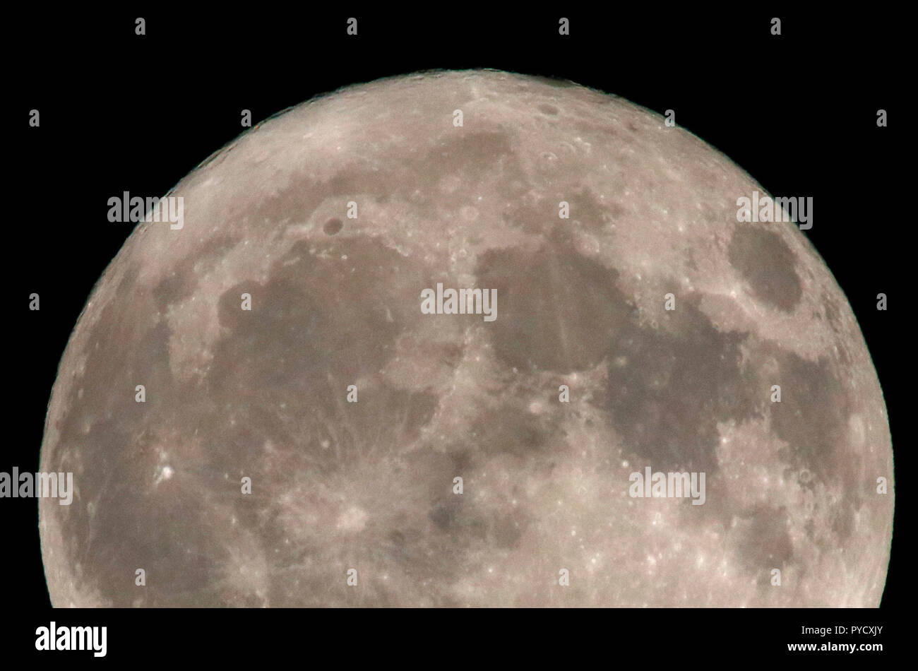 Vollmond, Mond, Berlin (nur fuer redaktionelle Verwendung. Keine Werbung. Referenzdatenbank: http://www.360-berlin.de. © Jens Knappe. Bildquellennachw - Stock Image