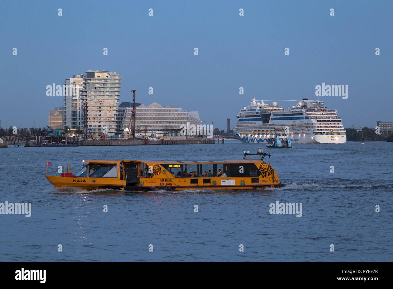 cruise ship AIDAsol, Marco Polo Tower and Unilver House, Harbour City, Hamburg, Germany Stock Photo