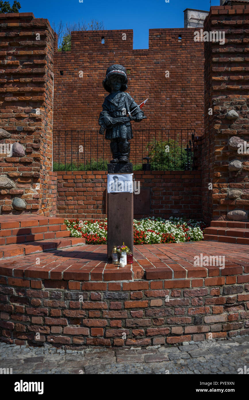 Mały Powstaniec (the 'Little Insurrectionist') is a statue in commemoration of the child soldiers who fought and died during the Warsaw Uprising of 19 Stock Photo