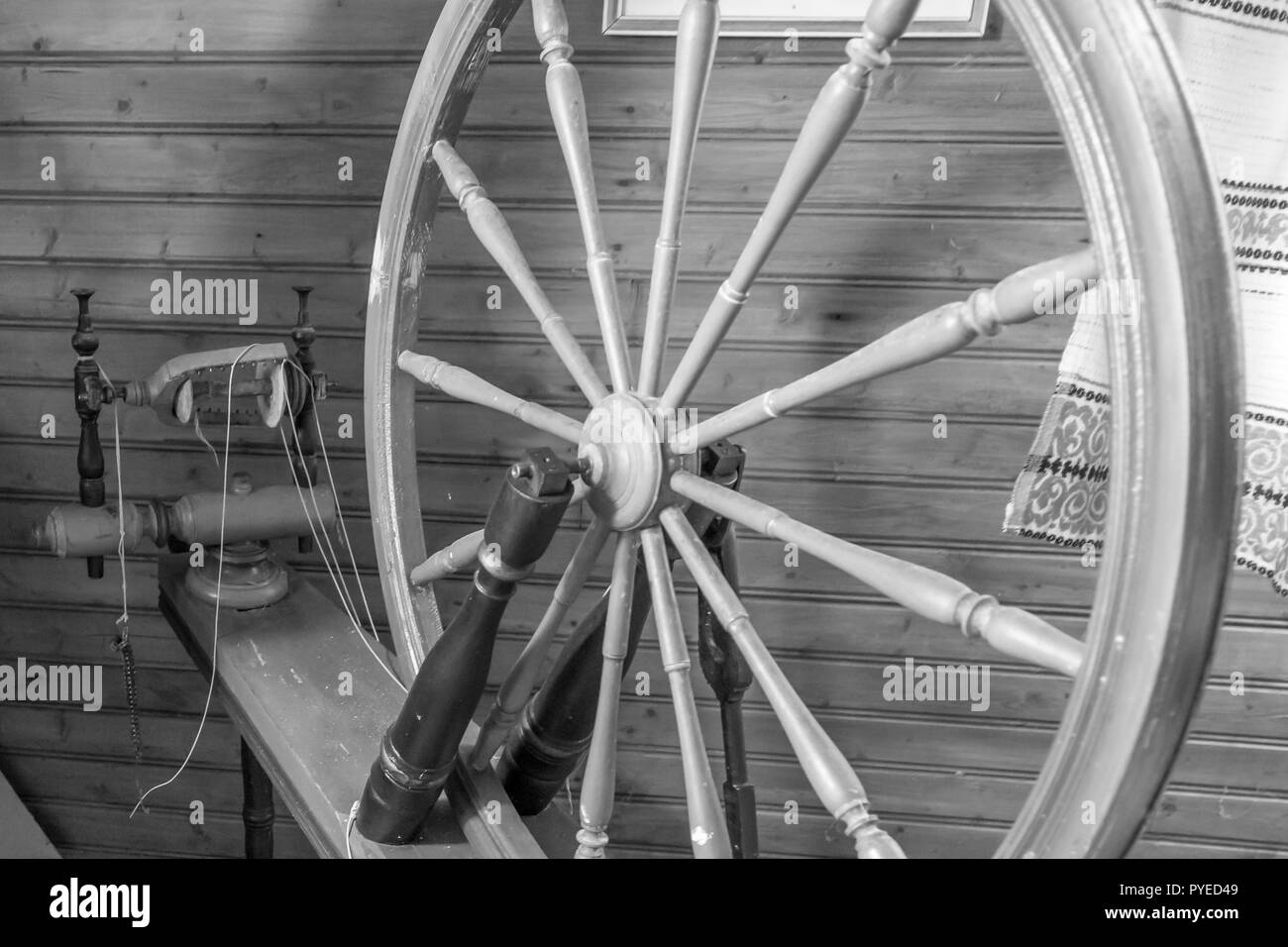 Vintage yarn spinning wheel in an old Swedish farm house in northern Sweden - Stock Image