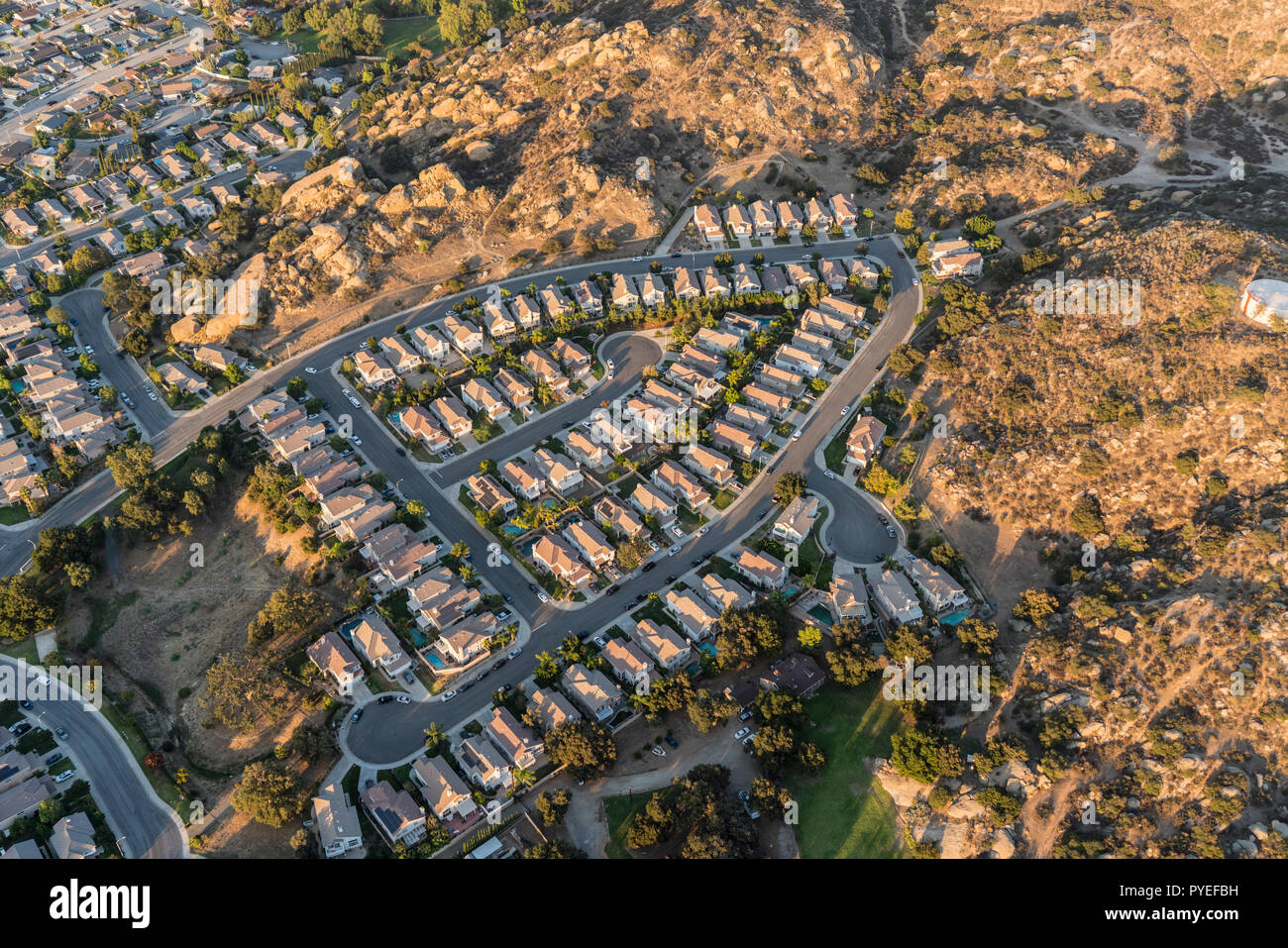 Aerial view of suburban cul-de-sac homes and streets near Los Angeles in Simi Valley, California. - Stock Image