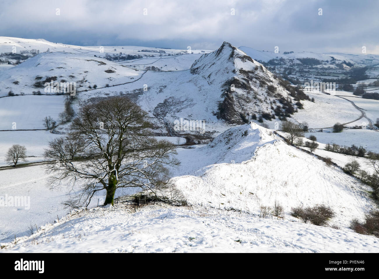 Parkhouse Hill from Chrome Hill in winter snow, Peak District National Park, UK - Stock Image