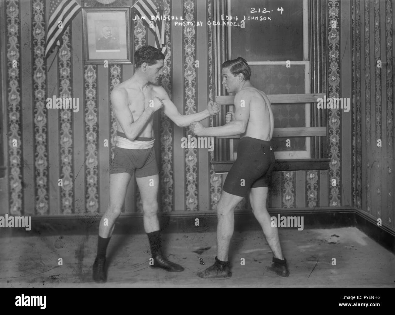 Boxer Peerless Jim 'Jem' Driscoll (1880-1925) born in Cardiff, UK, sparring with Eddie Johnson in 1908/1909 when boxing in USA on tour. - Stock Image