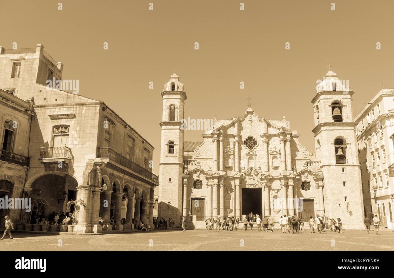 HAVANA, CUBA - JANUARY 16, 2017: Panoramic of Plaza de la Cathedral in Old Havana with the baroque architecture of San Cristobal Cathedral. Cobbleston - Stock Image