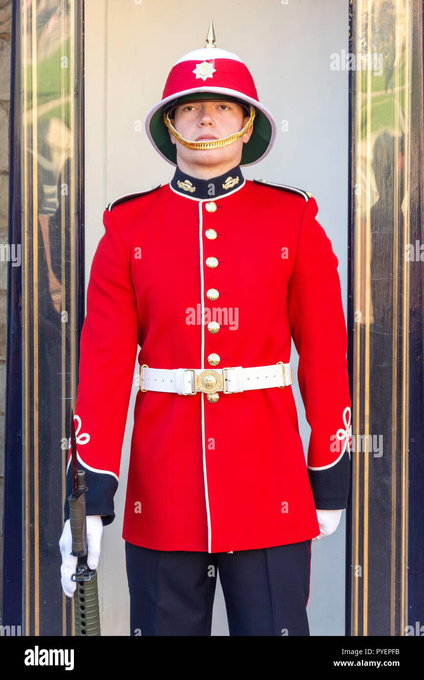 The Royal Canadian Regiment Guard, Lower Ward, Windsor Castle, Windsor, Berkshire, England, United Kingdom - Stock Image