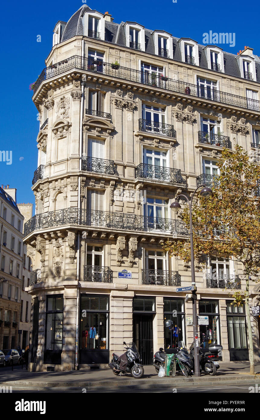 Paris France, elegant Belle Epoque style apartment building, on Bvd des Filles du Calvair, - Stock Image