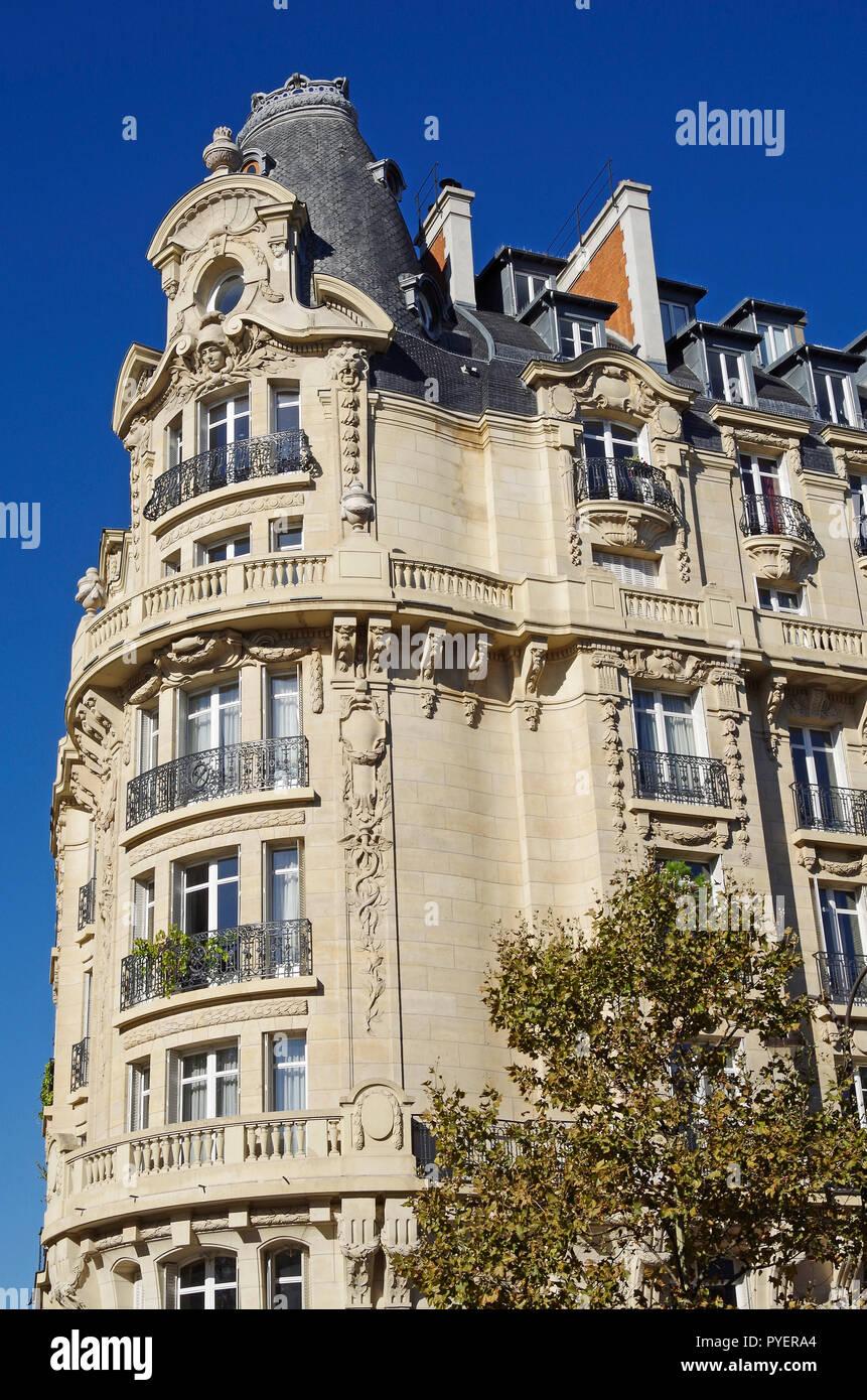 Paris, France, an Elegant Belle Epoque style building on Boulevard Beaumarchais. - Stock Image