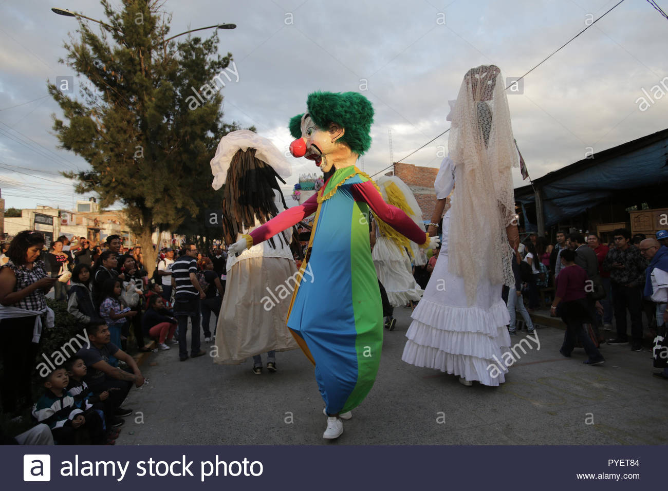 Mojigangas (giant puppets) dancing at an annual parade in mexico - Stock Image