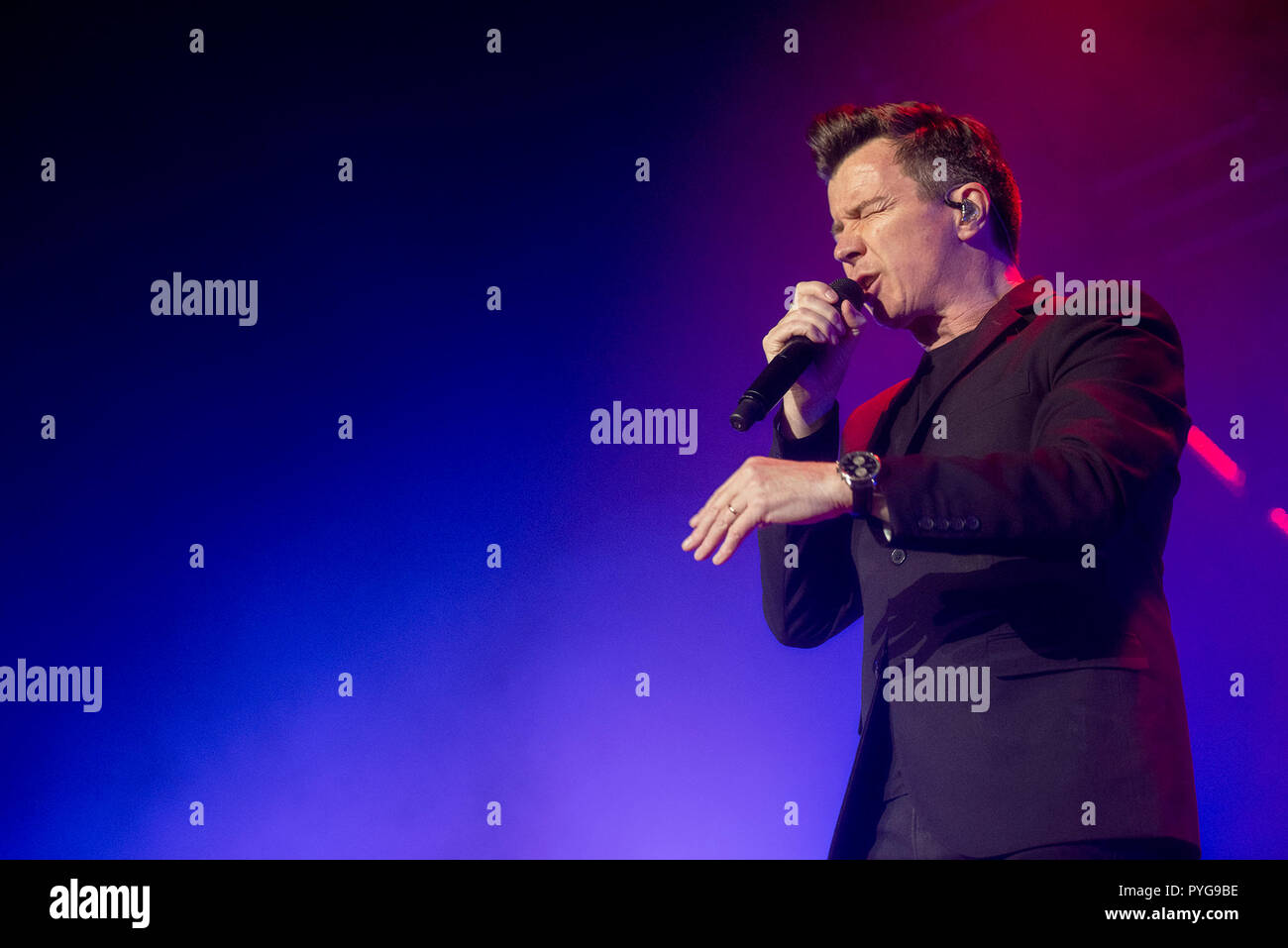 Manchester, UK. 27th October 2018. Rick Astley performs at the Manchester Arena on his UK tour, Manchester 27/10/2018 Credit: Gary Mather/Alamy Live News - Stock Image