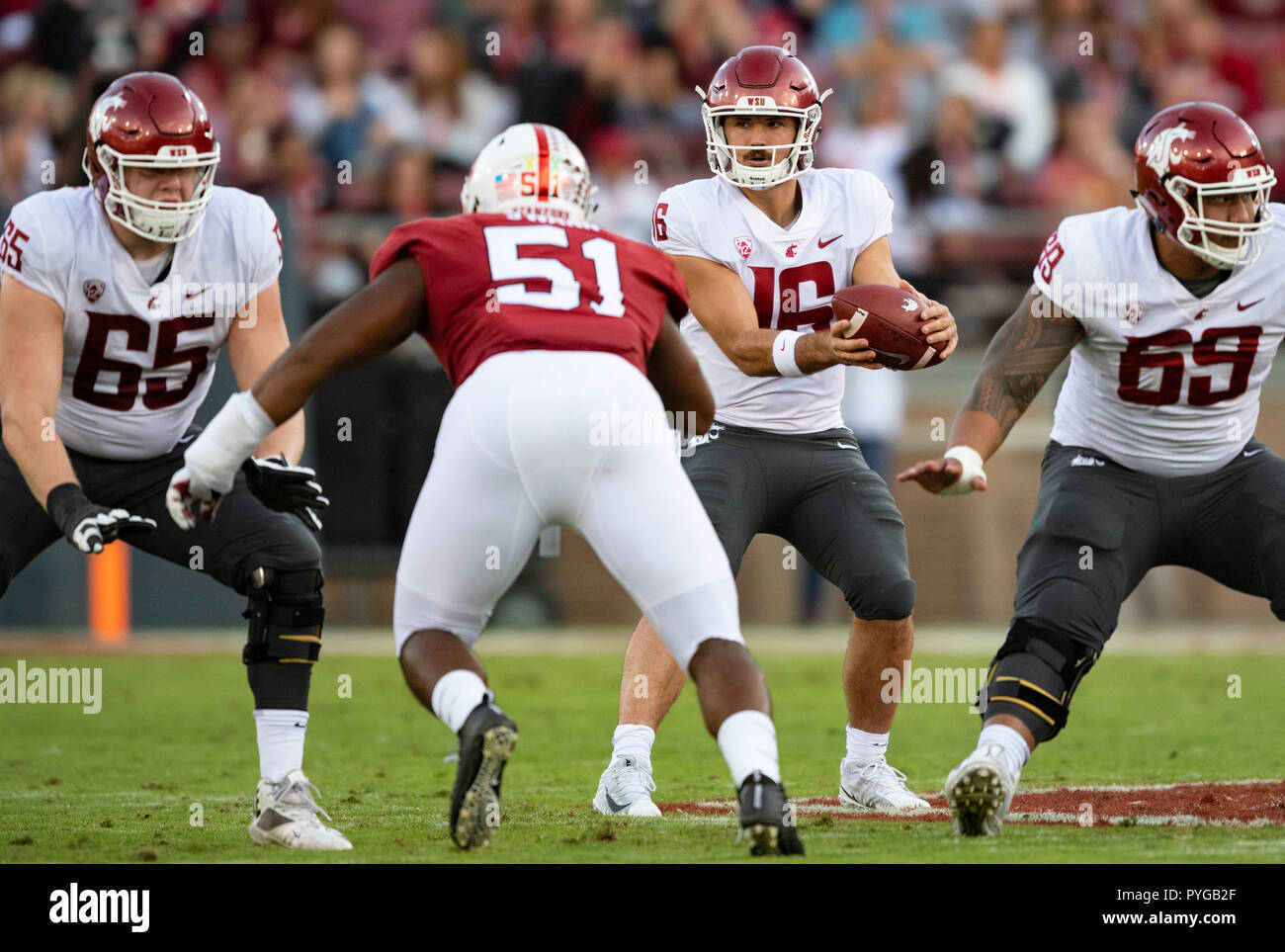 size 40 1116c d8948 Stanford, California, USA. 27th Oct, 2018. Washington State Cougars  quarterback Gardner Minshew (16) catches a hike, during a NCAA football  game between the ...