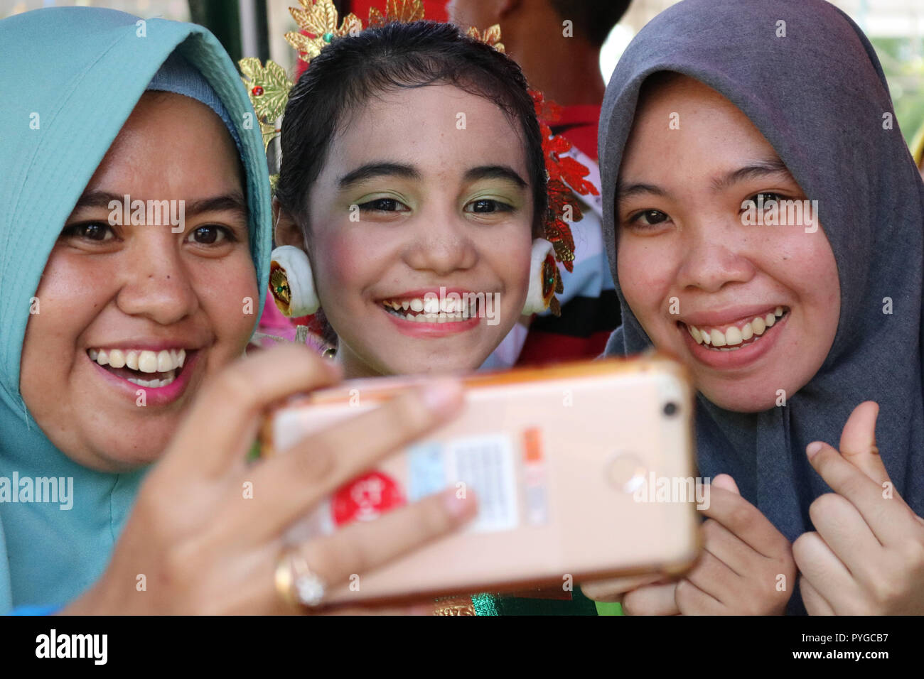 Makassar, Indonesia. 28th Oct 2018. Children with special needs and people with disabilities in Makassar commemorate Youth Pledge Day with a variety of unique activities, Sunday October 28, 2018. Accompanied by parents, these children carry out ceremonies and fashion shows in a unique way Credit: Herwin Bahar/Alamy Live News - Stock Image