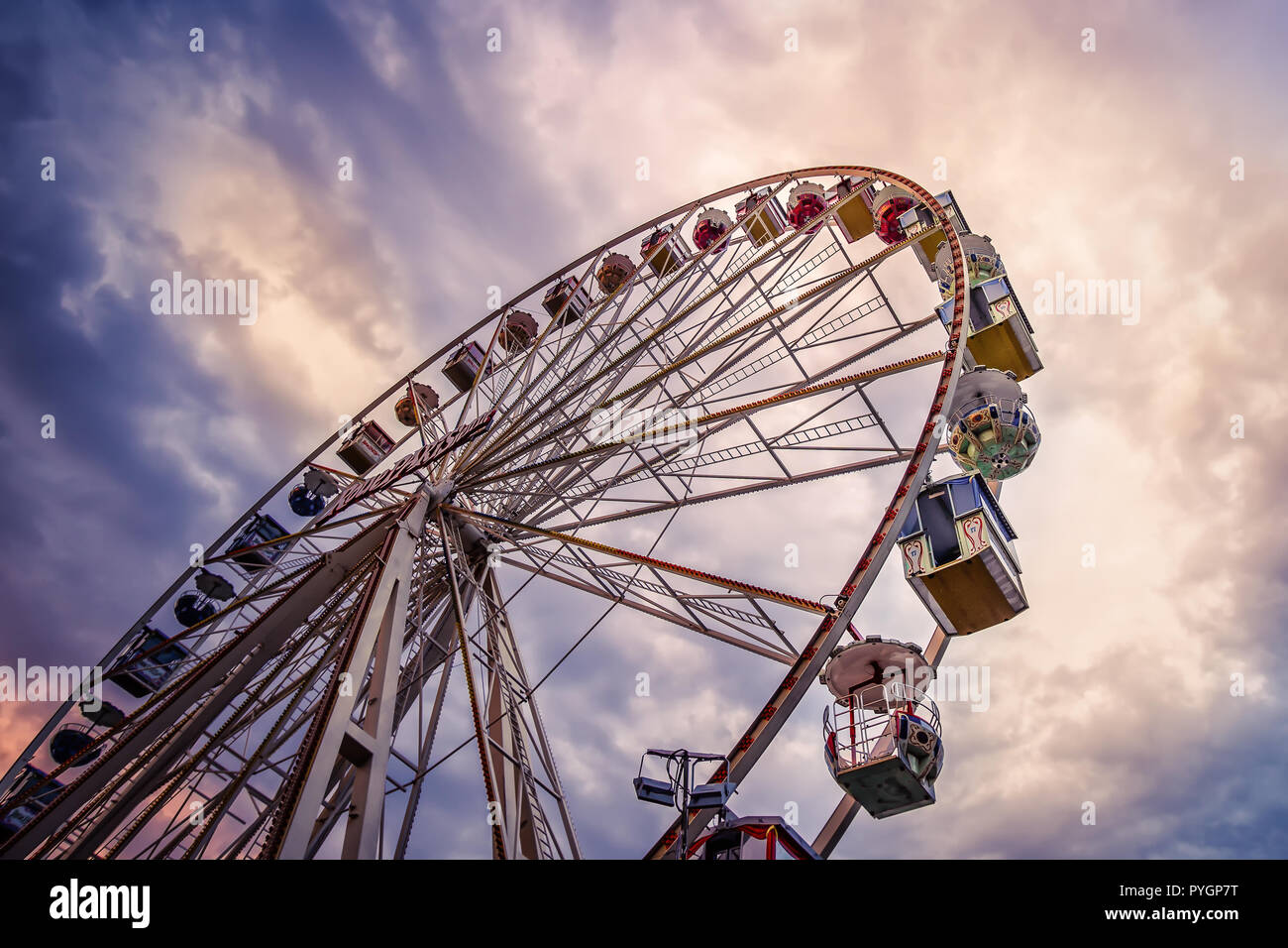 Riesenrad am frühen Morgen - Stock Image