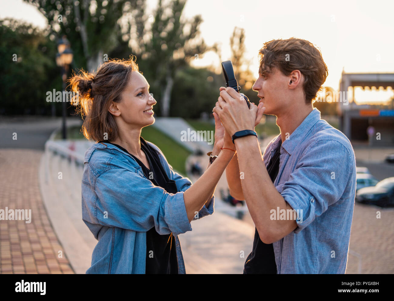 TISHA: Hi five dating site