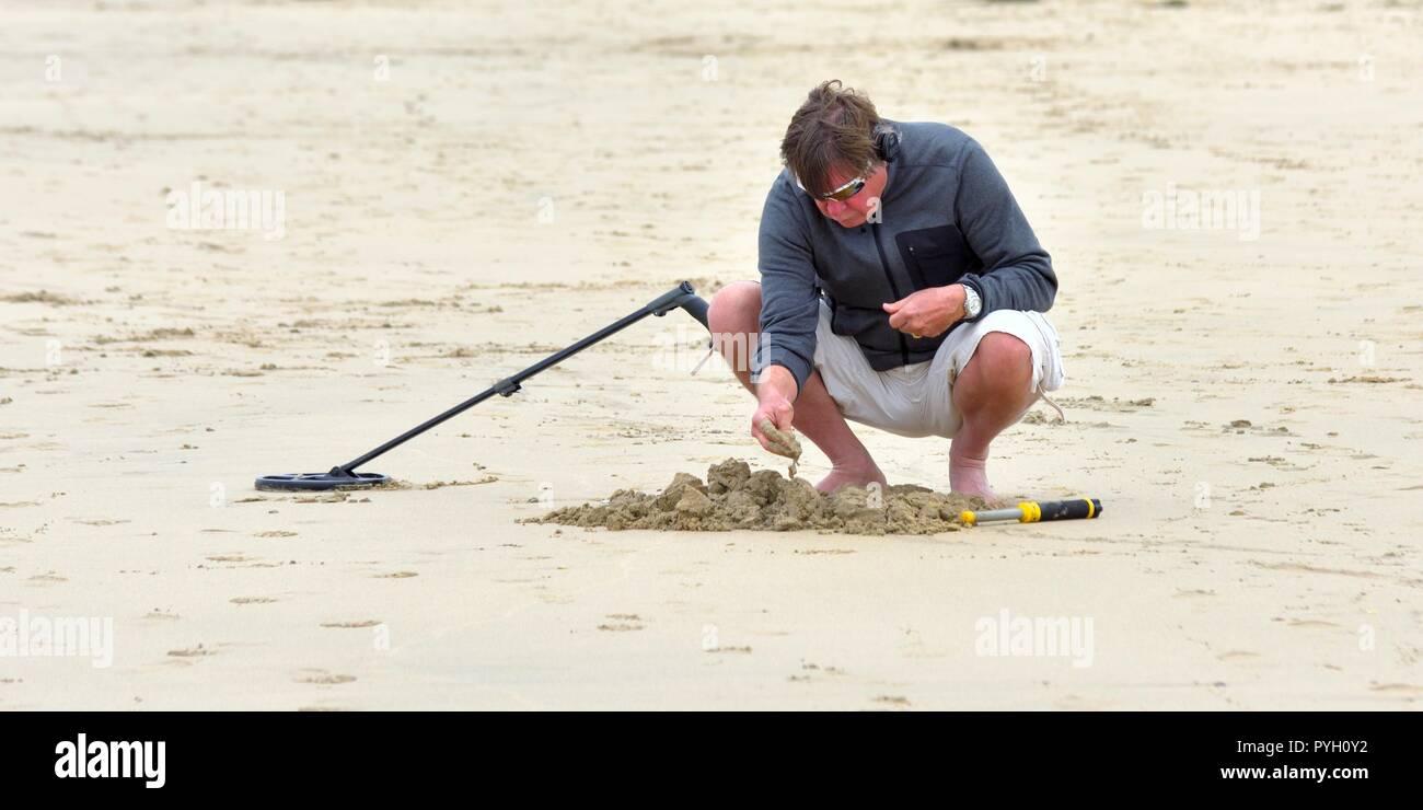 Jew Detector: Metal Detectorist Beach Stock Photos & Metal Detectorist