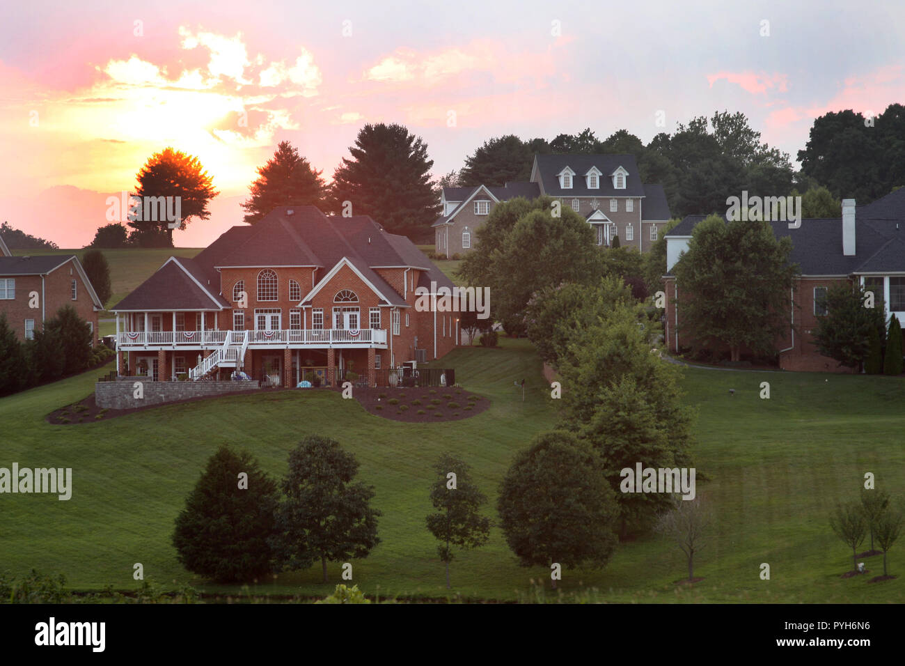 Large new houses in residential complex in Virginia - Stock Image