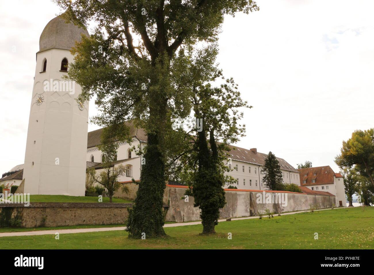 Blick auf Kloster Frauenwörth auf der Fraueninsel im Chiemsee - Stock Image