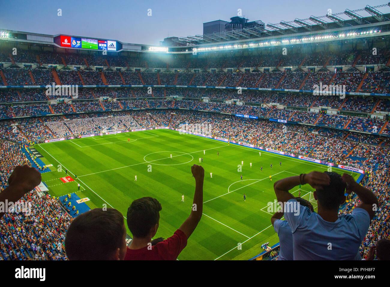 apuntalar Democracia heroína  People celebrating a goal, Real Madrid- Leganes football match. Santiago  Bernabeu stadium, Madrid, Spain Stock Photo - Alamy