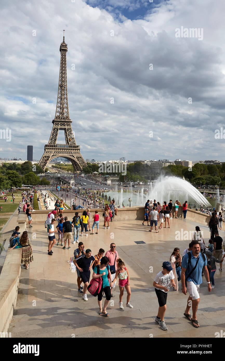 Paris, Ile-de-France, France - View from the terraces of the Jardins du Trocadéro to the Eiffel Tower. Stock Photo