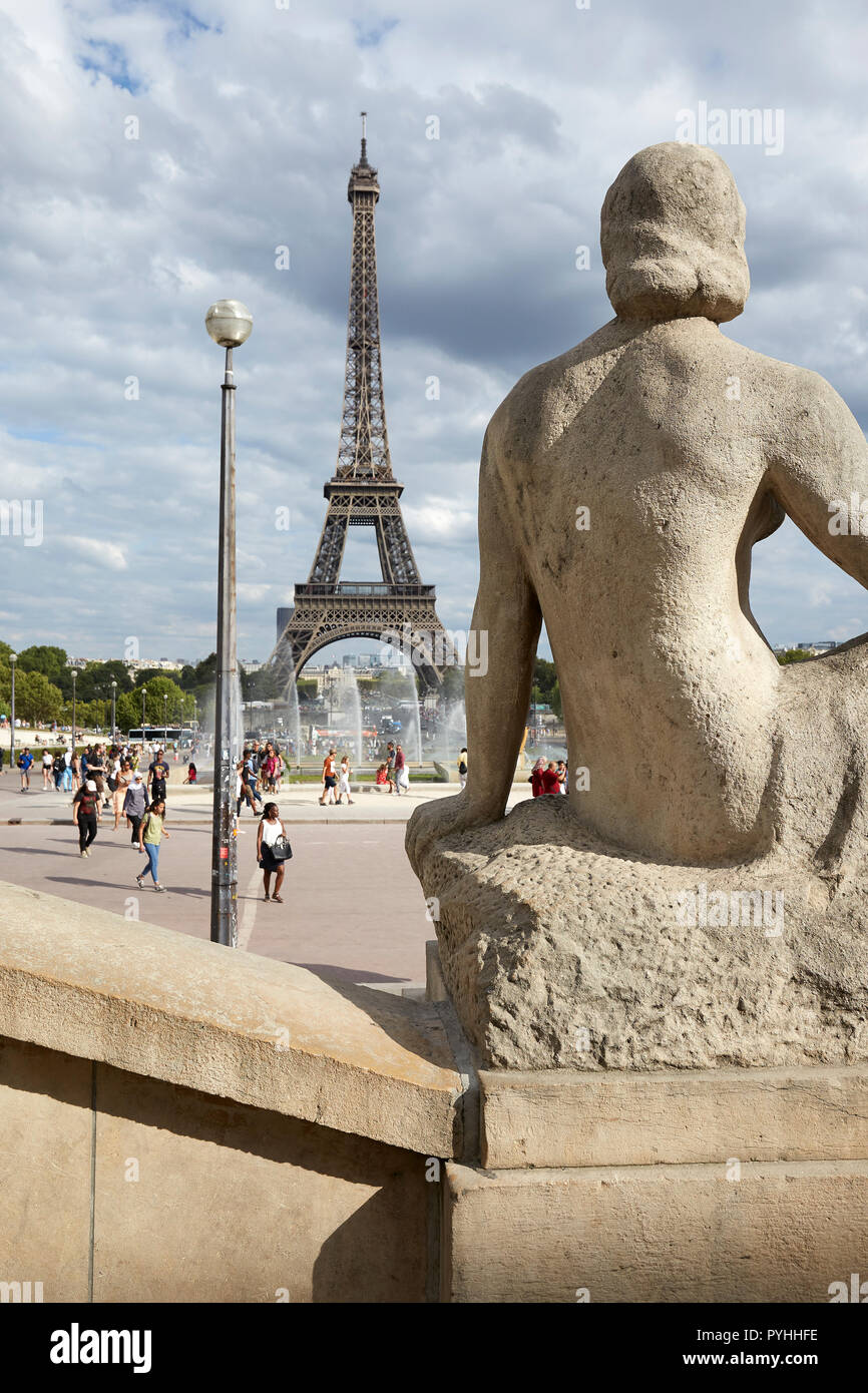 Paris, Ile-de-France, France - View from the stairs of the Jardins du Trocadéro to the Eiffel Tower. - Stock Image