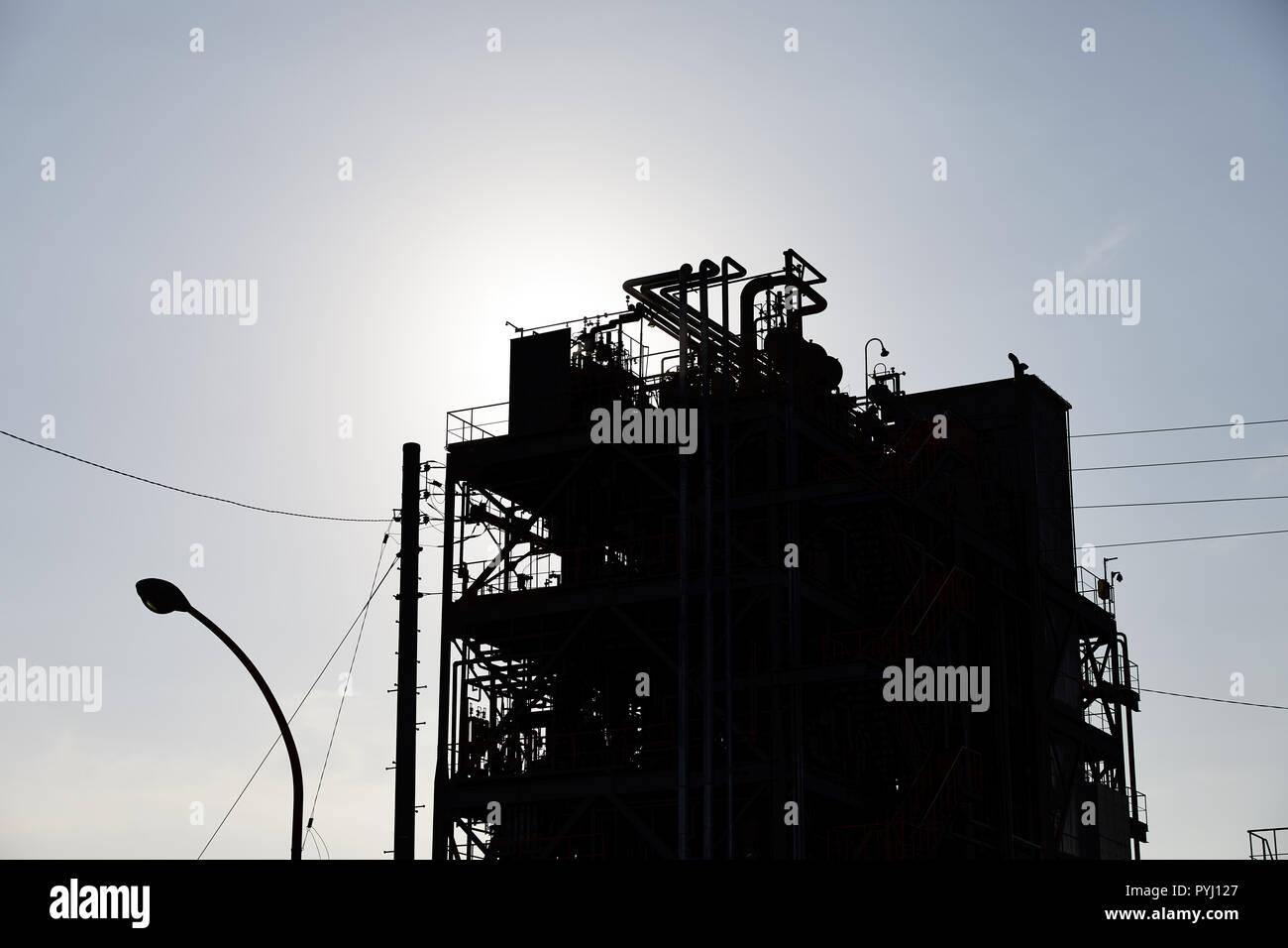 Silhouette of chemical plant; Chidoricho, Kawasaki, Kanagawa Prefecture, Japan - Stock Image